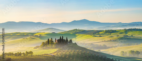 Foto  Beautiful foggy landscape in Tuscany, Italy