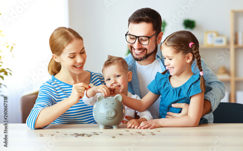 Valokuvatapetti financial planning   family mother father and children with piggy Bank at home
