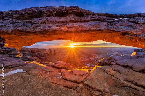 Canvas-taulu Sunrise on Mesa Arch, Canyonlands National Park, Utah