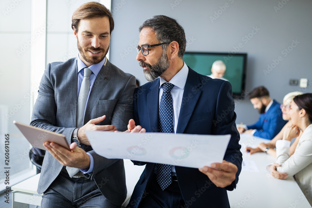 Fototapeta Successful team leader and business owner leading informal in-house business meeting