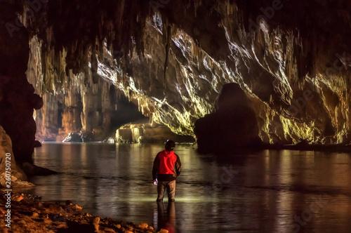 Foto auf AluDibond Schokobraun Tham Lod Cave.