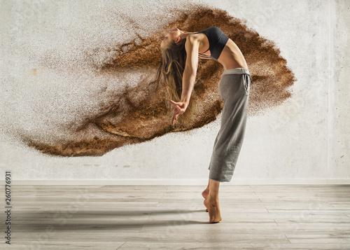 Foto auf Gartenposter Tanzschule explosive dance sexy woman