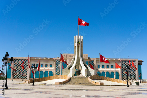 Photo City Hall and the Monument of the Kasbah Square in Tunis, Tunisia