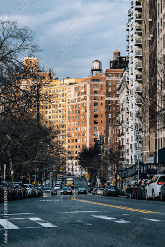 Staande foto New York TAXI Sunset at apartment buildings in riverside Upper West Side