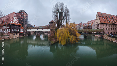Deurstickers Dam January - 2019. Henkersteg (Hangman's Bridge) over River Pegnitz, Nuremberg, Bavaria, Germany