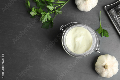 Canvas Print Flat lay composition with garlic sauce on grey background