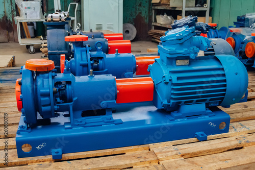 Fotografía New finished electric water pump in factory warehouse