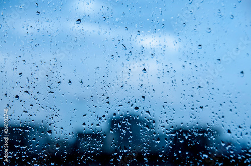 Photographie blue Texture Raindrops on window glass for rain, photo, blurred background, driz