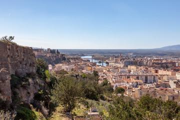 Fototapeta na wymiar Turismo en la ciudad de Tortosa - Tarragona