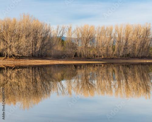 Fotografie, Obraz  Bello paisaje junto al embalse de El Regajo, cerca de la población de Navajas