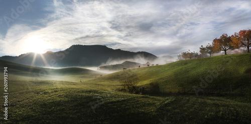 Canvastavla Levé de soleil sur la Gruyère en Suisse