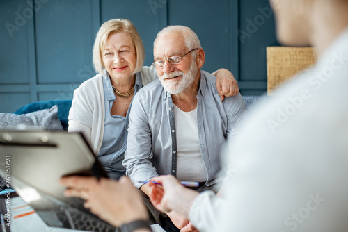 Photo  Happy senior couple during the meeting with agent or financial consultant, signi