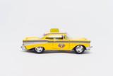 Fototapeta New York - Model żółtej taksówki nowojorskiej vintage