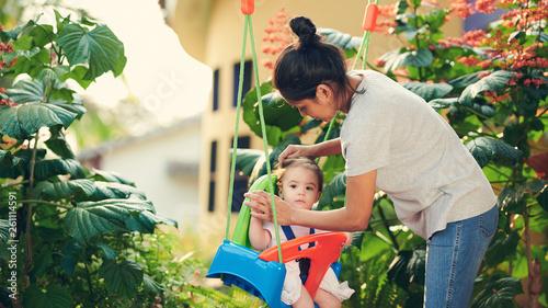 Fotografía Baby sitter play with kid