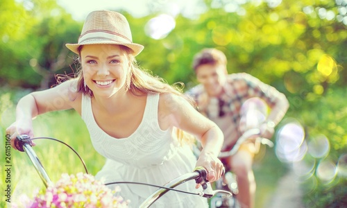 Fotografia Happy young couple cycling through the park