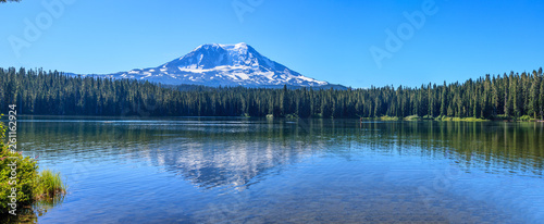 Fotografía  Beautiful Colorful Image of Mount Adams