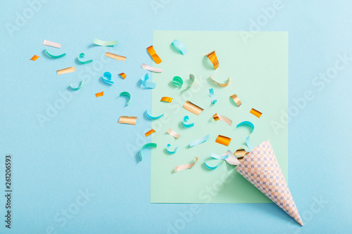 Fototapeta birthday hat with confetti on paper background obraz na płótnie
