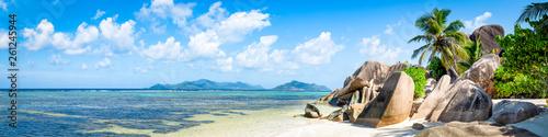 Türaufkleber Afrika Tropische Insel mit Strand als Panorama Hintergrund