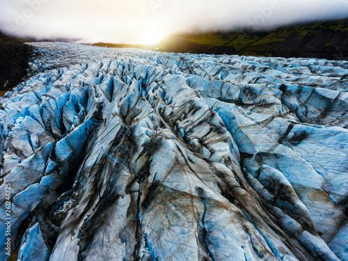 widok-z-lotu-ptaka-piekna-sceneria-krajobraz-svinafellsjokull-lodowiec-w-vatnajokull-parku-narodowym-w-iceland