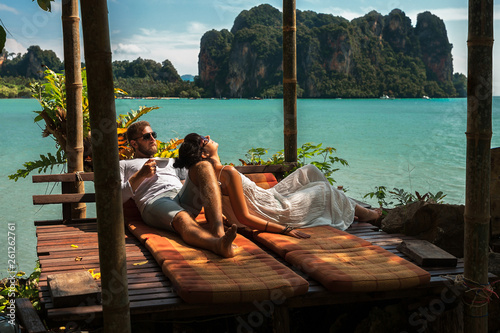 Fotografia Loving couple resting in Asia