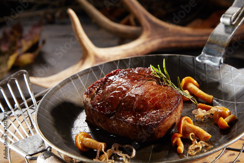 In de dag Steakhouse Wild deer venison steak with autumn mushrooms