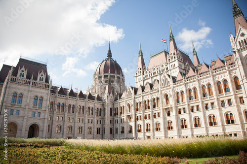 Fotografia  The Hungarian Parliament Building, also known as the Parliament of Budapest afte