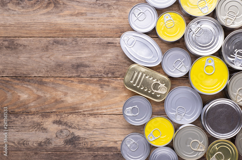 Fotomural  Canned food on wooden background, top view with copy space