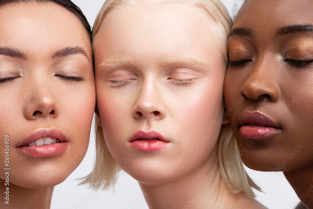 Fototapety, obrazy: Women with different skin closing eyes showing natural makeup