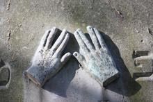 Priest's Hands Zentralfriedhof...