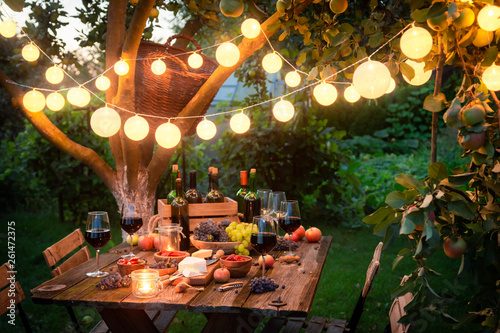 Fotografía  Rustic table with appetizers and wine in the evening