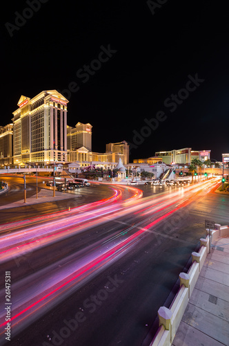 Foto op Plexiglas Las Vegas Las Vegas, Nevada / USA - 09.03.2015: Cars at the junction of South Las Vegas Boulevard and West Flamingo Road in front of Caesars Palace on the Las Vegas strip at night.