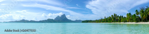 Foto op Plexiglas Caraïben AERIAL: Panoramic view of calm turquoise ocean surrounding the tropical island.