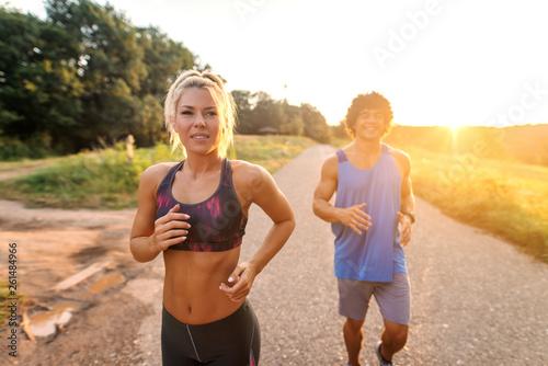 Fotografia  Happy sporty couple preparing for marathon in the nature