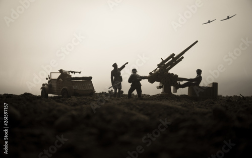Canvastavla An anti-aircraft cannon and Military silhouettes fighting scene on war fog sky background