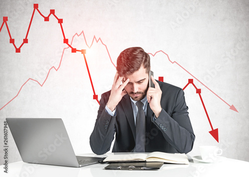 Photo  Concerned businessman and falling graph