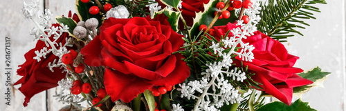 Printed kitchen splashbacks Floral Christmas floral arrangement with roses and other plants, panorama.