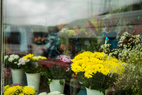 Foto op Aluminium Bloemen Beautiful decorated flower shop window,russia
