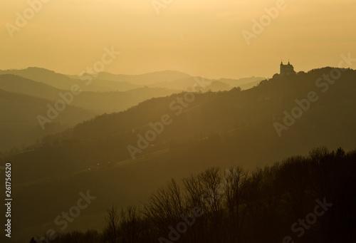 Deurstickers Bergen Basilika Sonntagberg in den Hügeln des Mostviertels, Niederösterreich, Österreich