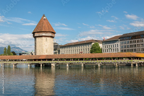 Photographie  Panoramic view of Lucerne city with Chapel Bridge and river Reuss
