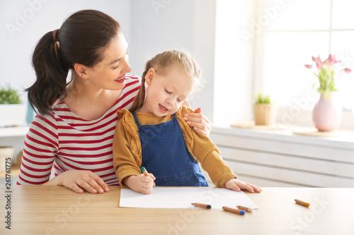Fototapeta Mother and daughter drawing obraz na płótnie