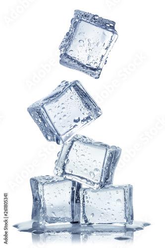 kostki-lodu-odizolowywac-na-bialym-b