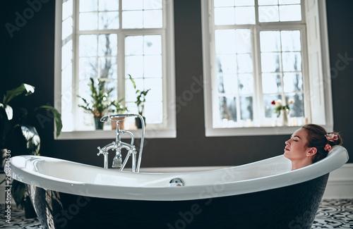 Woman in bathroom Fototapet