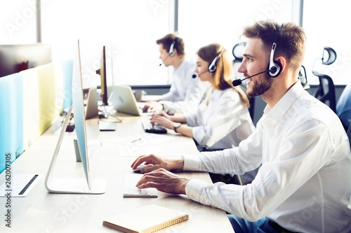 Fotografía  Happy young male customer support executive working in office.