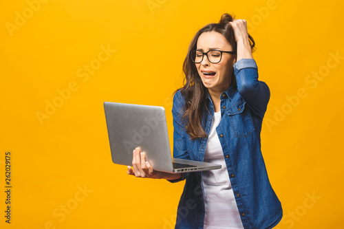 Carta da parati Too much work tired sleepy young woman with laptop computer isolated against yellow background