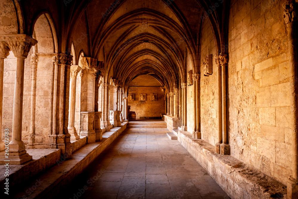 Fototapety, obrazy: Inside abbey