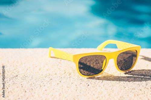 Photo sur Aluminium Magasin de musique Pool party - sunglasses, music, fun - youth recreation