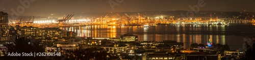 Photo  Panoramic night views of Seattle's Elliott Bay and the harbor.