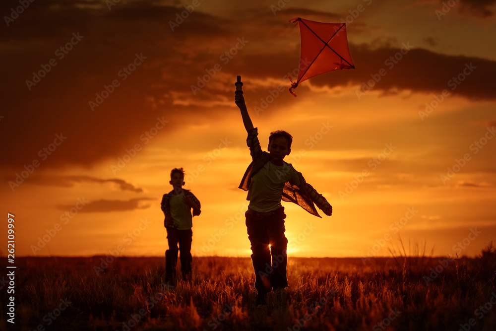 Fototapety, obrazy: Children with a kite at sunset