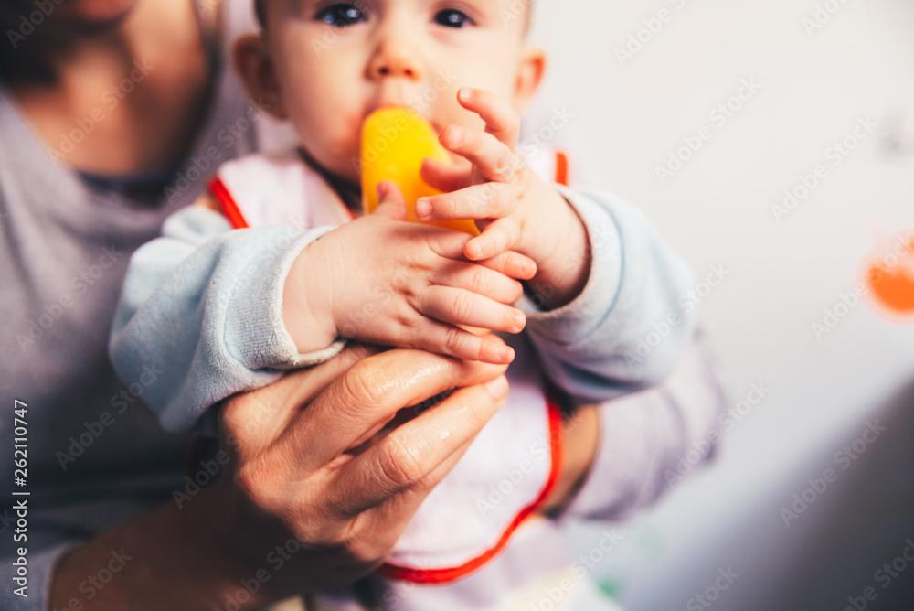 Fototapety, obrazy: Baby savoring an orange ice cream.