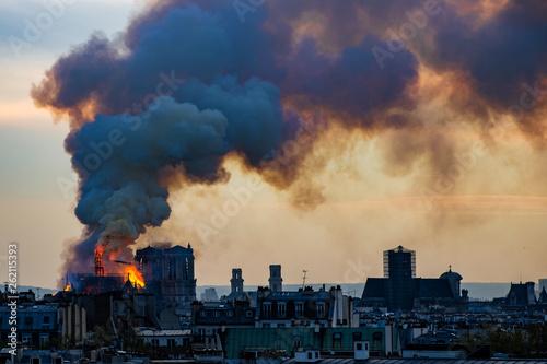 Papiers peints Paris Notre Dame fire on Paris during sunset